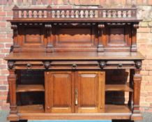 A LATE 19TH CENTURY OAK BUFFET STYLE SIDEBOARD, having decorative baluster gallery upright, with
