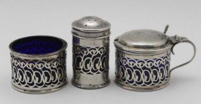 CORNELIUS DESORMEAUX SAUNDERS & JAMES FRANCIL HOLLINGS SHEPHERD An Edwardian silver three piece