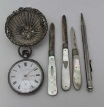 A CONTINENTAL SILVER WIRE BASKET WEAVE TEA STRAINER, three silver bladed folding fruit