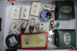 A BOX CONTAINING A SELECTION OF COLLECTABLE CHINA & GLASSWARE to include Swarovski crystal,
