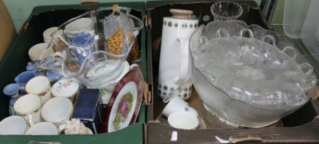 A BOX CONTAINING A SELECTION OF DOMESTIC GLASS & POTTERY to include; Wedgwood jasperware,