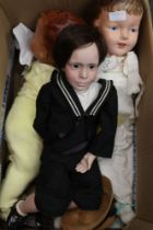 A BOX CONTAINING A SELECTION OF COLLECTOR'S DOLLS AND FIGURINES VARIOUS