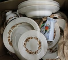 A BOX CONTAINING PREDOMINANTLY WEDGWOOD RADCLIFFE TABLE SERVICE