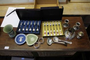 A BOX OF DOMESTIC ITEMS VARIOUS to include Wedgwood and silver plate