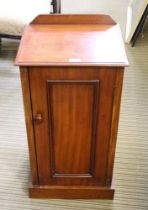 A 19TH CENTURY MAHOGANY BEDSIDE POT CUPBOARD with a single plain panelled cupboard door