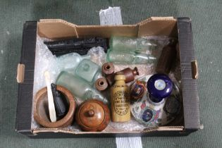 A BOX CONTAINING A PUSSER'S CERAMIC RUM DECANTER, together with vintage lemonade & ink bottles,