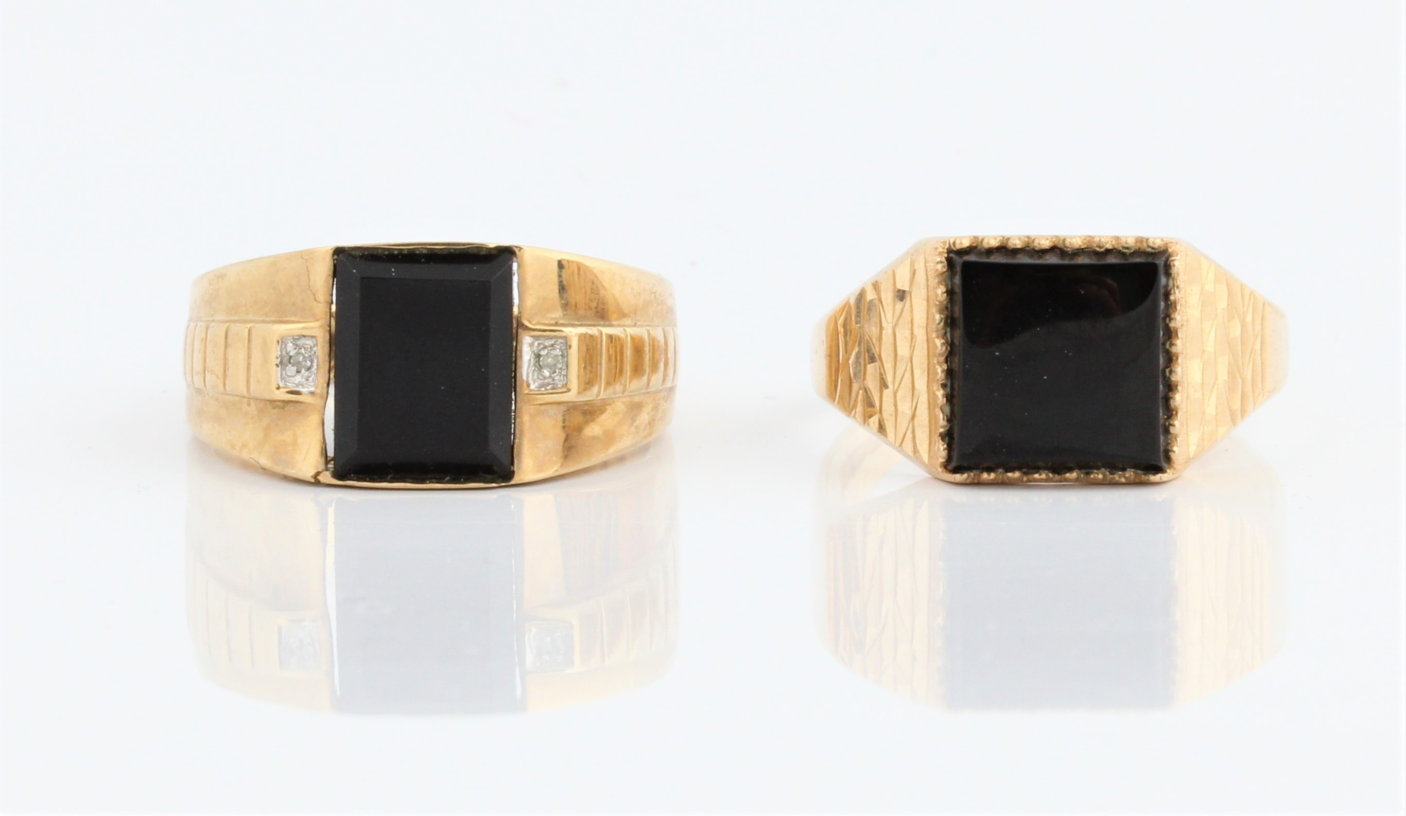 A gents hallmarked 9ct yellow gold black hard stone and diamond accent ring, ring size S½, approx.