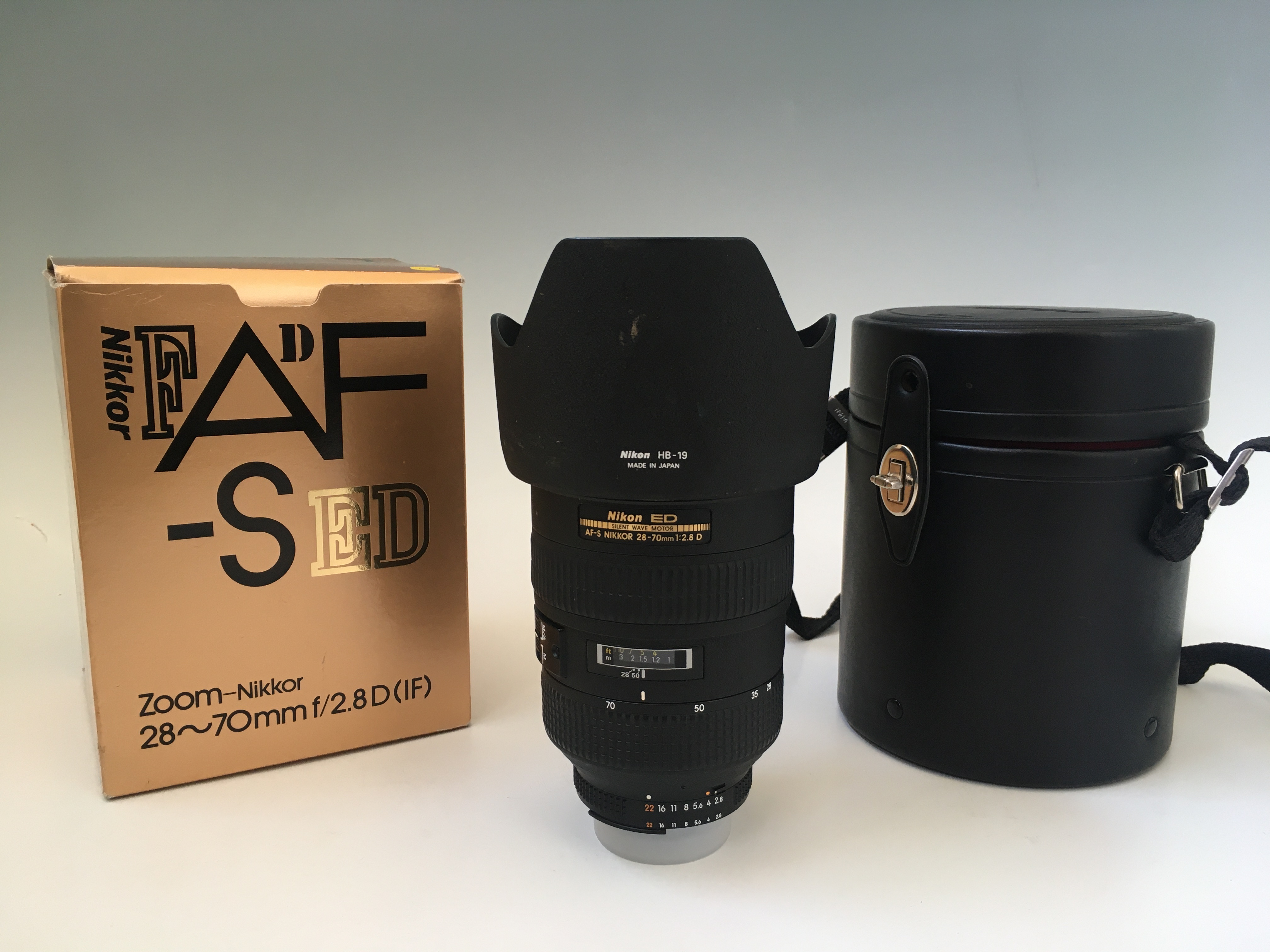 A Nikon zoom lens 28-70mm f/2.8D (IF), in case and box. IMPORTANT: Online viewing and bidding