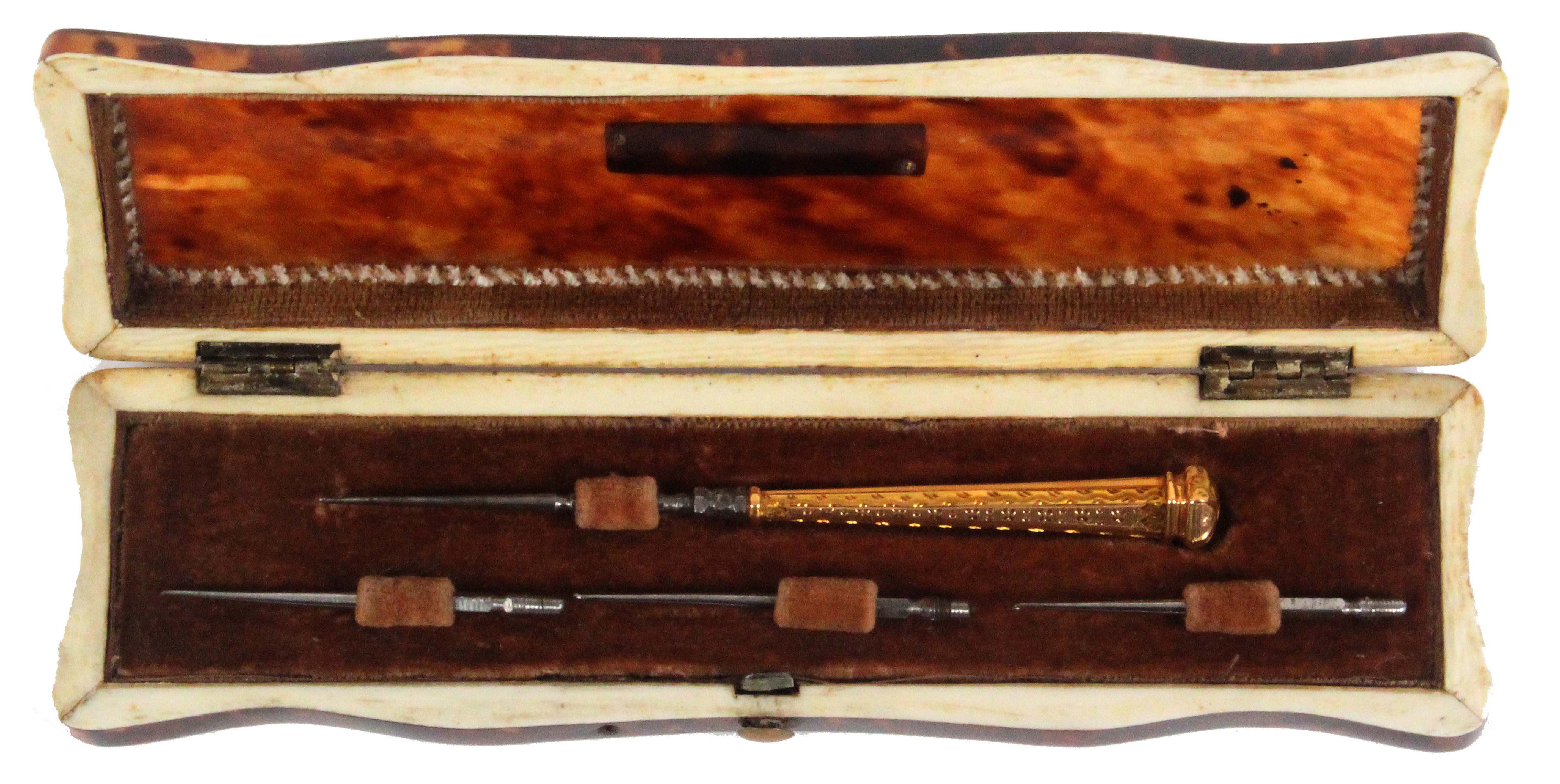 A fine gold handled tambouring set, circa 1850, contained in a rectangular tortoiseshell case, the