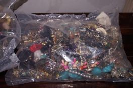 A bag of costume jewellery approximately 6kg