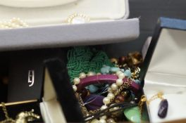 A good collection of costume jewellery