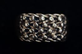 9 Carat Gold Gents Ring - Size R - 4.4g