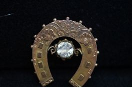 9ct Gold Horse Shoe Shaped Brooch (Pin Missing) -