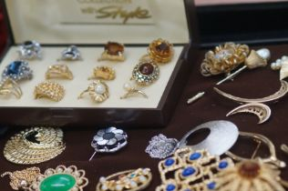 A collection of costume jewellery to include brooc