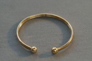 9ct Gold bangle Weight 4.7g