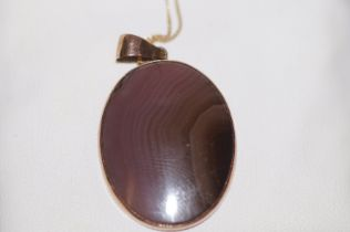 9ct Gold necklace & pendant