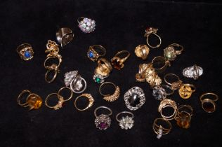 Collection of white & yellow metal costume jewelle