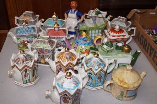 17 Collectable teapots