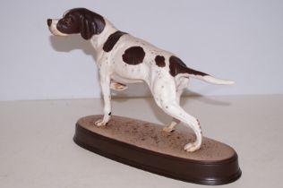 Beswick English setter on ceramic plinth