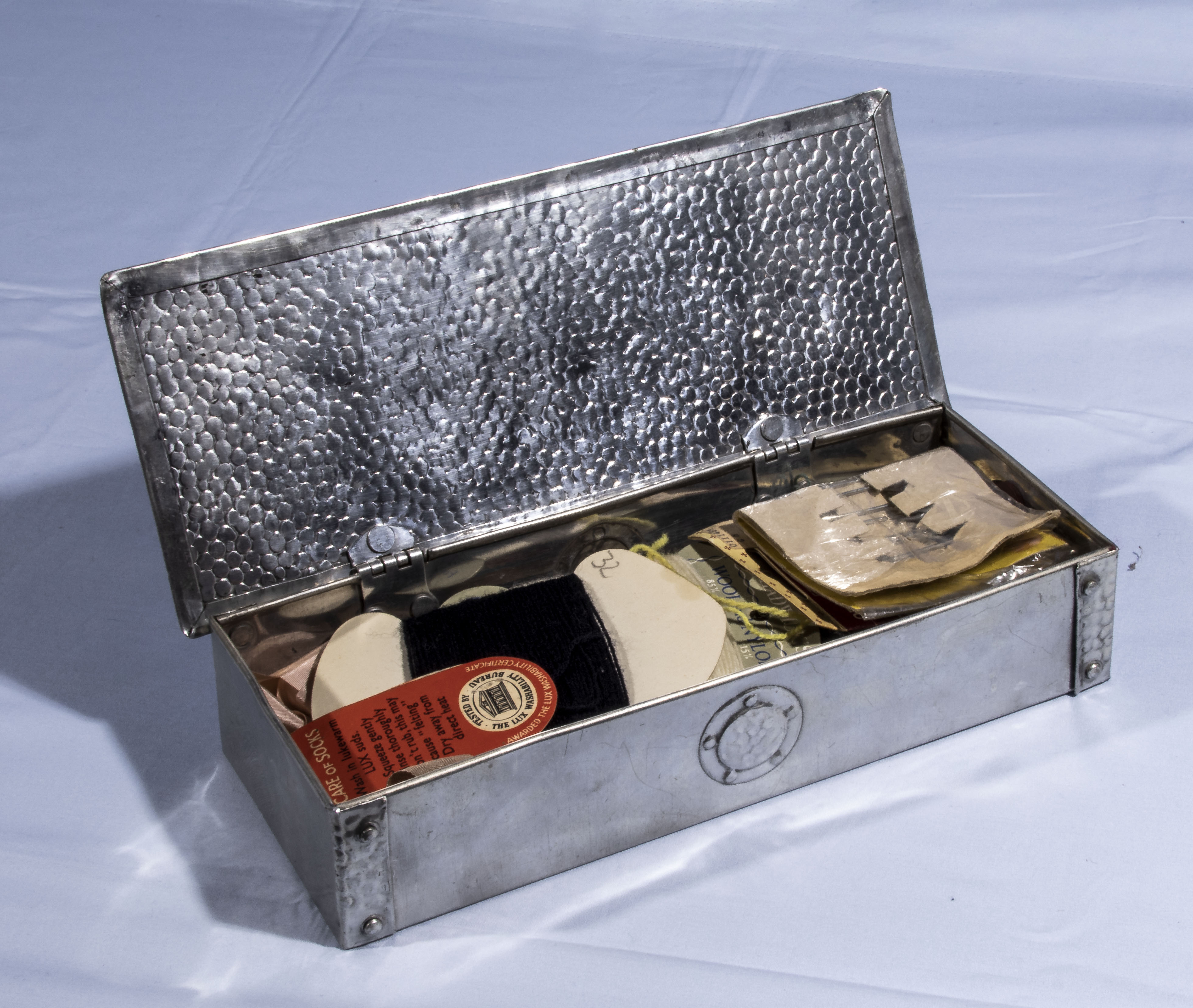 Art Noveau 'style' box containing vintage sewing materials - Image 2 of 2
