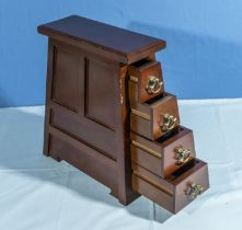 Small pyramid set of drawers