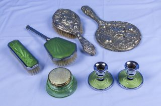 Assorted vintage dressing table items