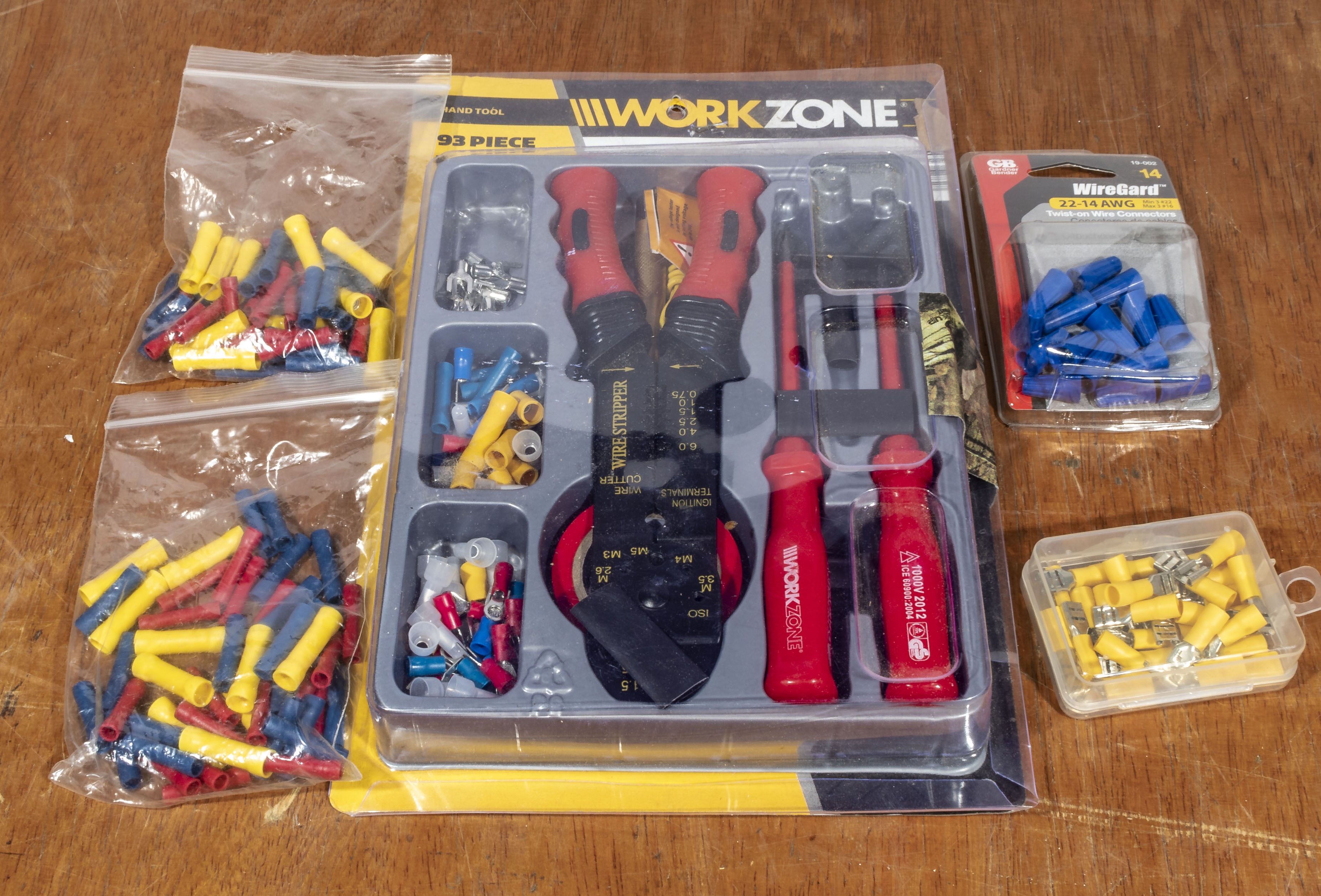 Workzone electricians wire strippers/crimping set with crimps