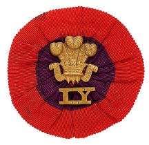 Boer War Imperial Yeomanry slouch hat rosette and badge. Good General Pattern red and purple silk
