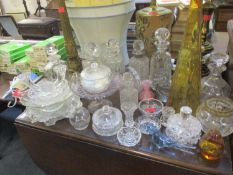 Mixed vintage decorative glass to include paperweights and a late Victorian with Regency stopper