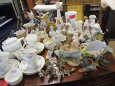 Small ceramic trinkets and ornaments to include a W.H. Goss puzzle cider cup, Swan jugs, Willow