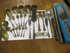 Silver plated Apostle and salt spoons, mixed silver plated items, four napkin rings, a white metal