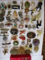 A quantity of vintage brooches to include two white metal owl brooches signed A R Brown, a silver