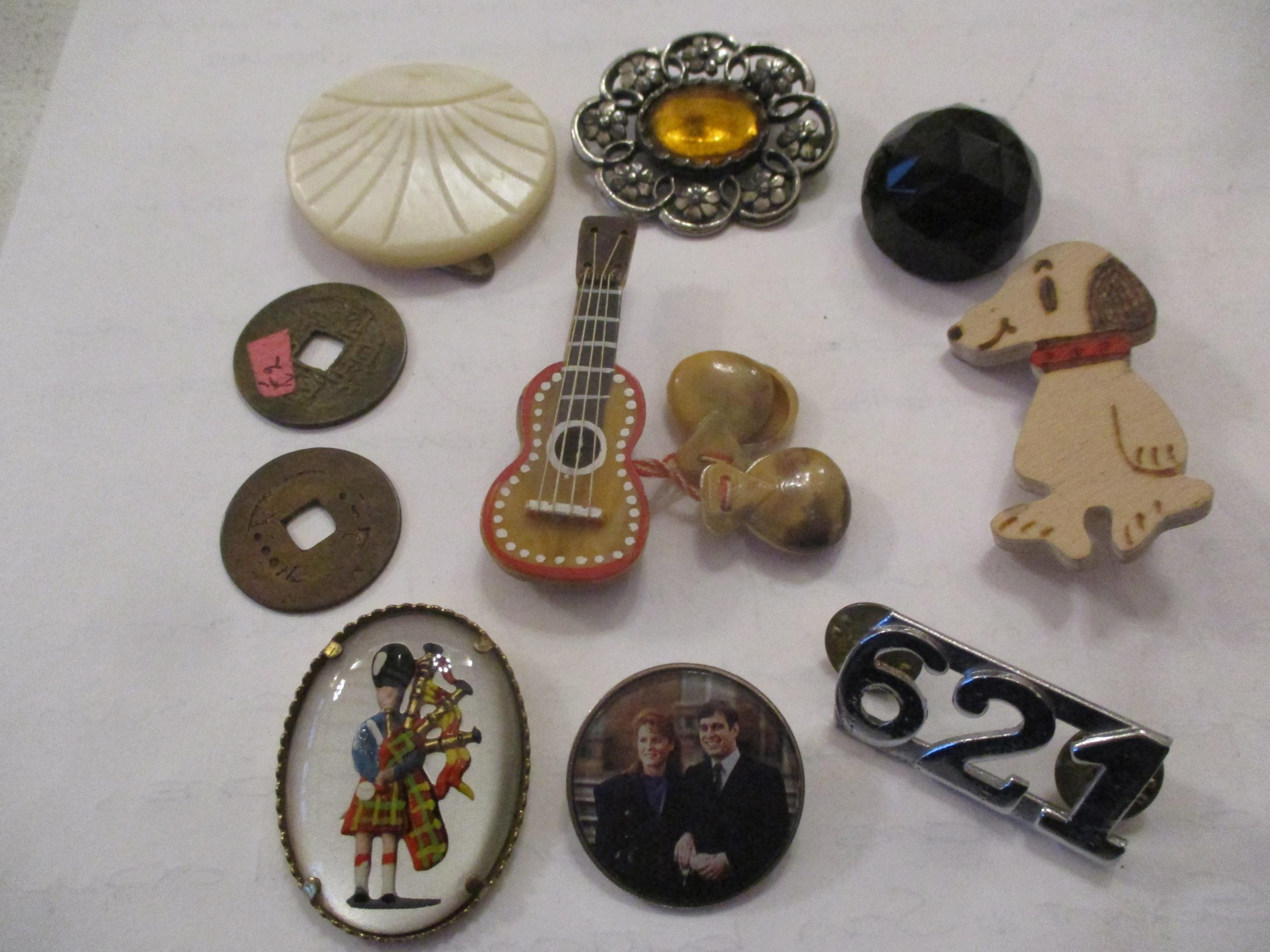 An interesting lot to include shoe buckles, silver coloured and white metal pendants, brooches, - Image 6 of 15