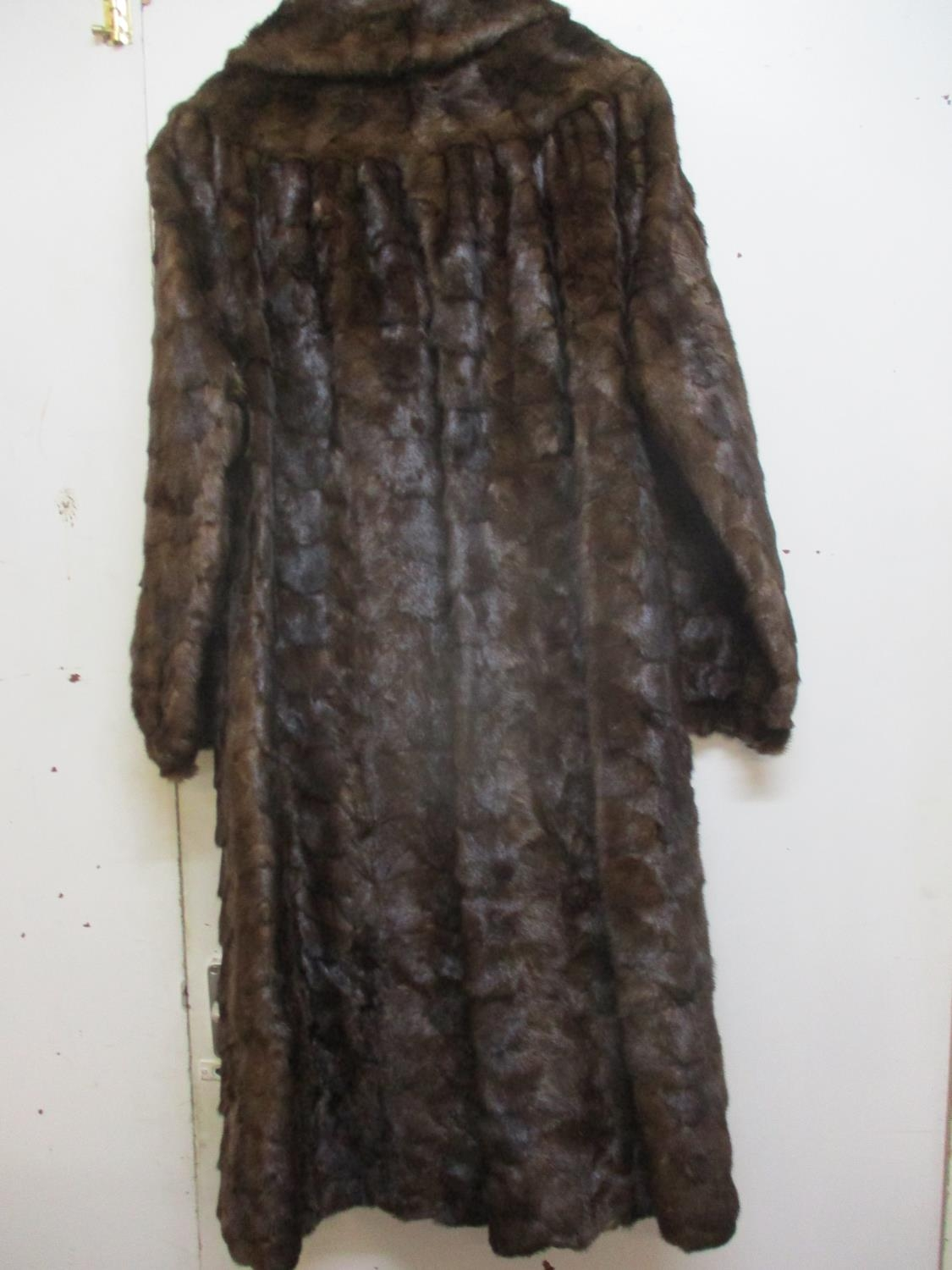 """A Saga Scandinavian brown mink coat, purchased from Greece in the 1980's, 40"""" chest x 42"""" long, with - Image 2 of 6"""