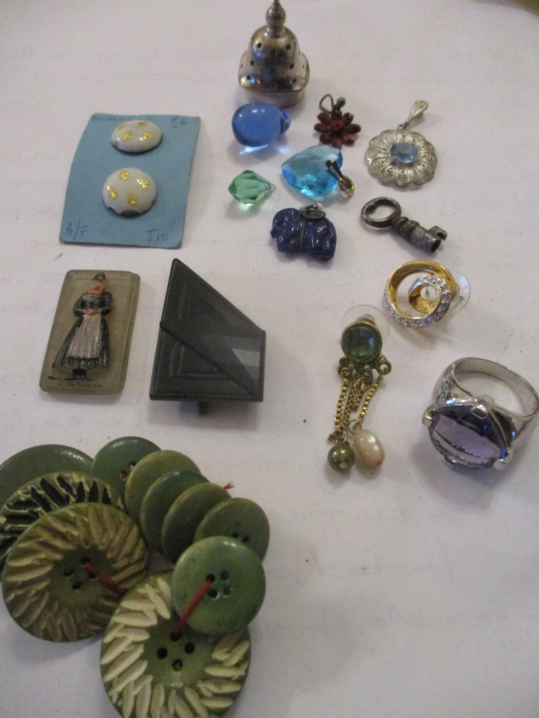An interesting lot to include shoe buckles, silver coloured and white metal pendants, brooches, - Image 10 of 15