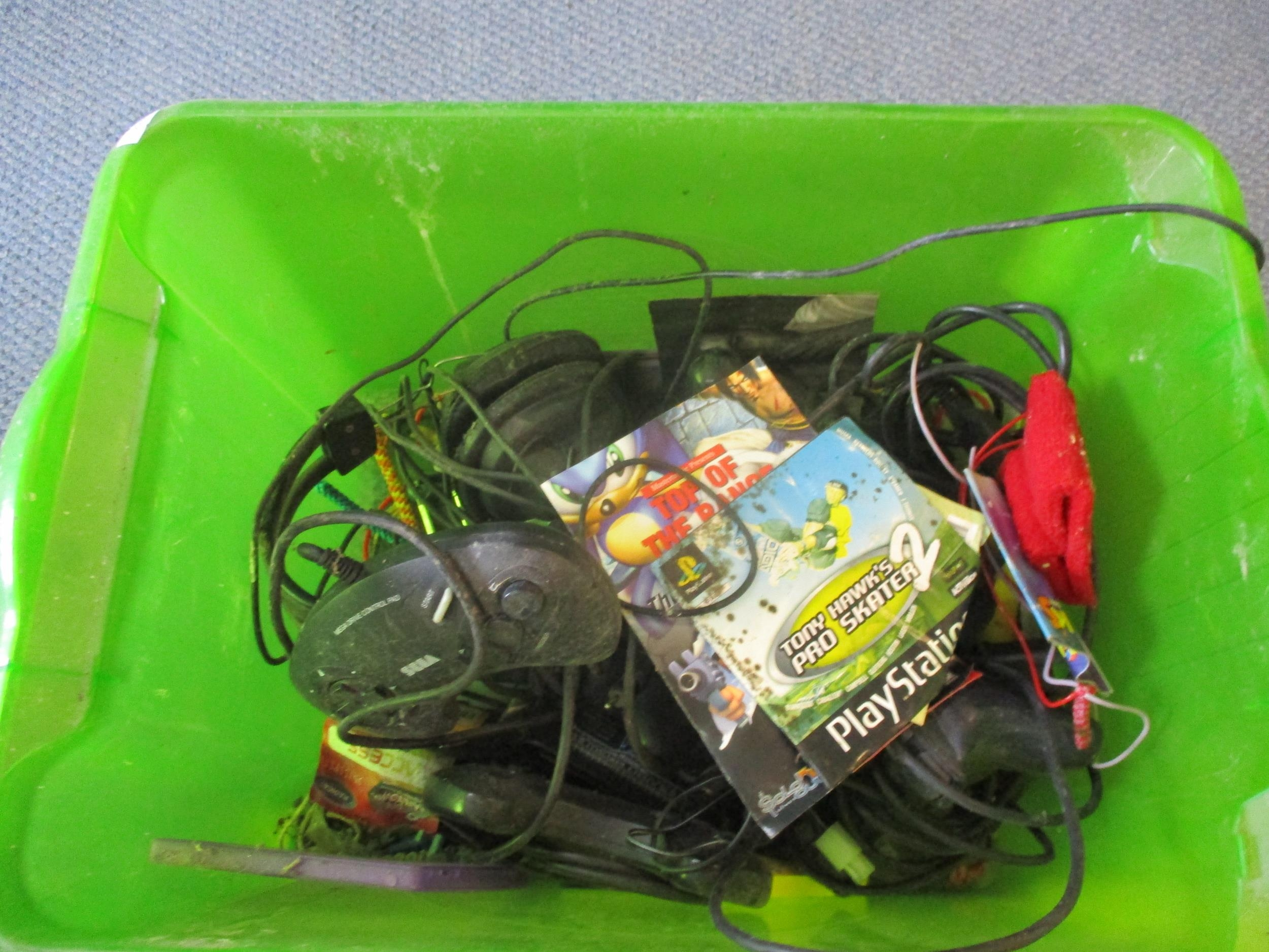 Gaming equipment A/F to include a Sega 16-bit Megadrive console, various games A/F, an ipod A/F - Image 2 of 5