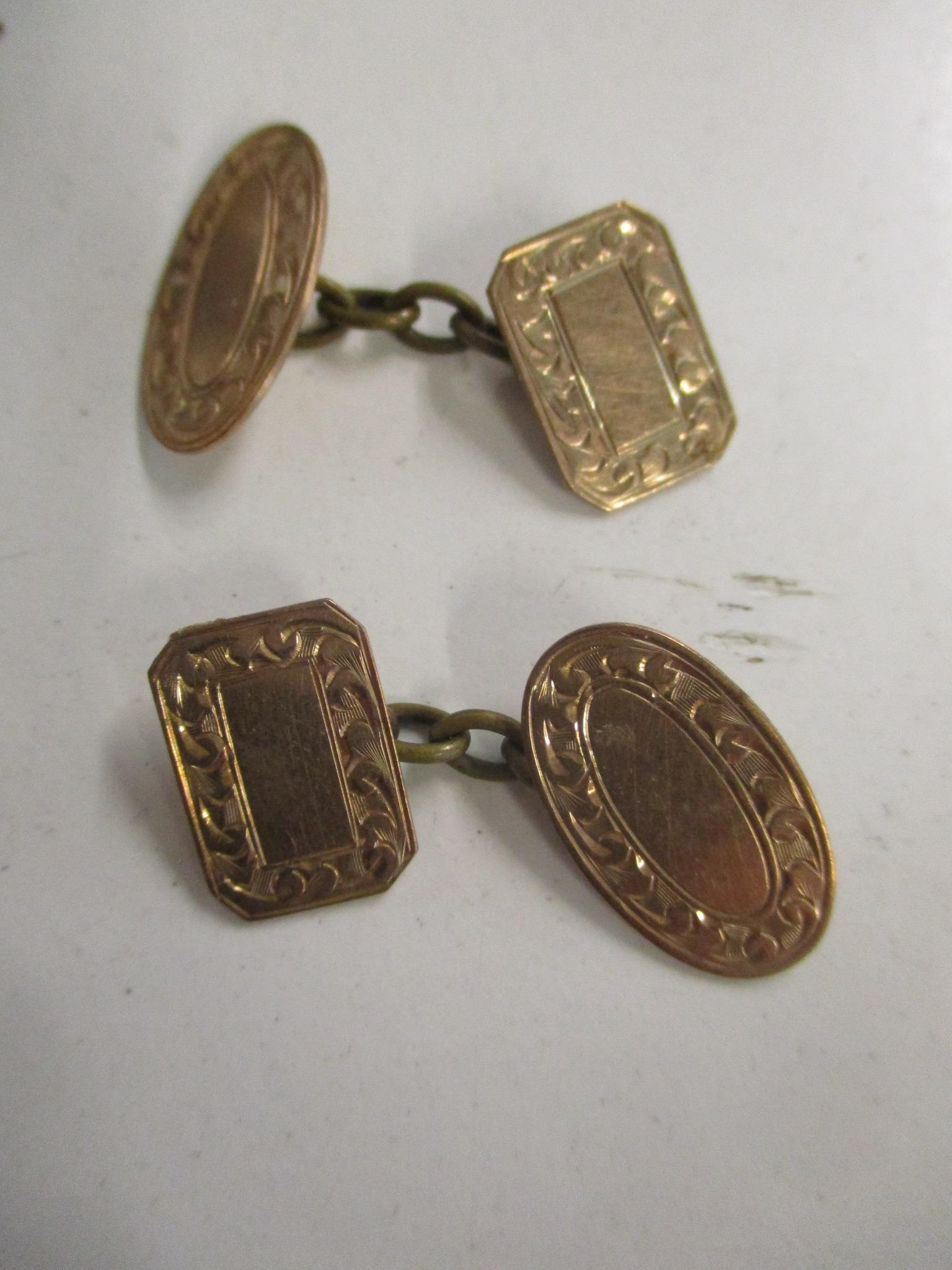 A pair of 9ct gold Chester hallmarked cuff links, 5.4g, along with other cuff links - Image 2 of 3