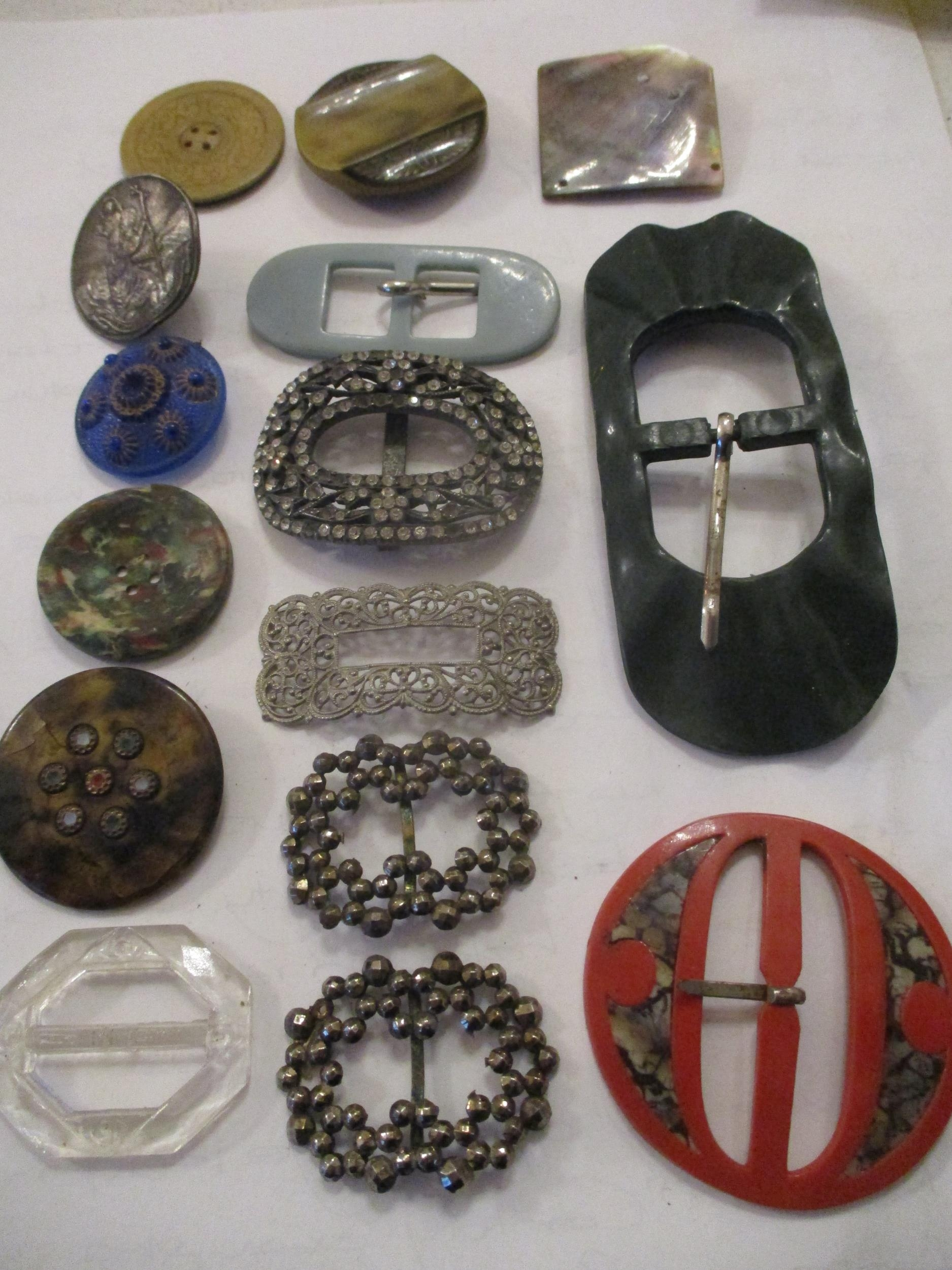 An interesting lot to include shoe buckles, silver coloured and white metal pendants, brooches, - Image 7 of 15