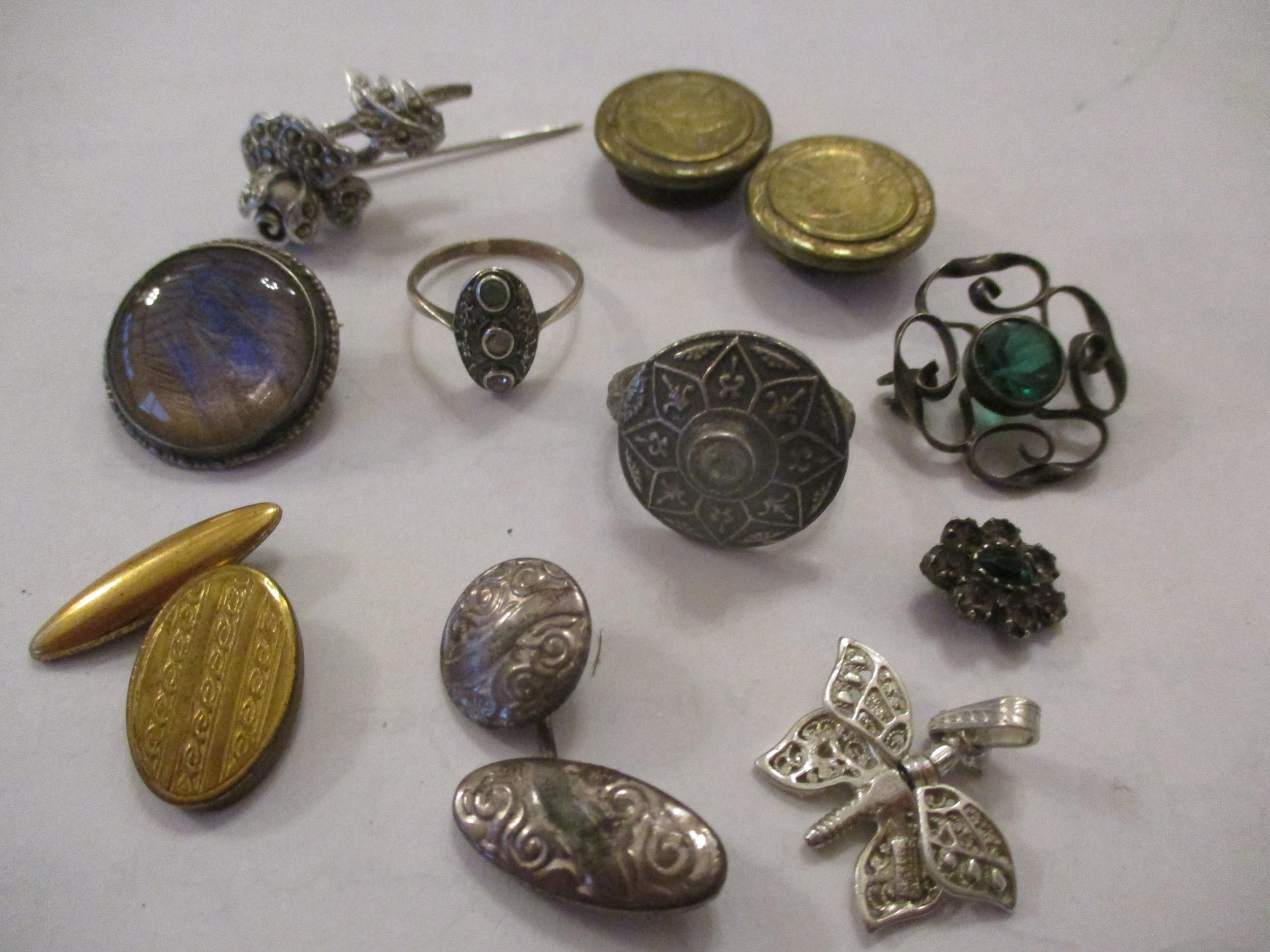 An interesting lot to include shoe buckles, silver coloured and white metal pendants, brooches, - Image 4 of 15