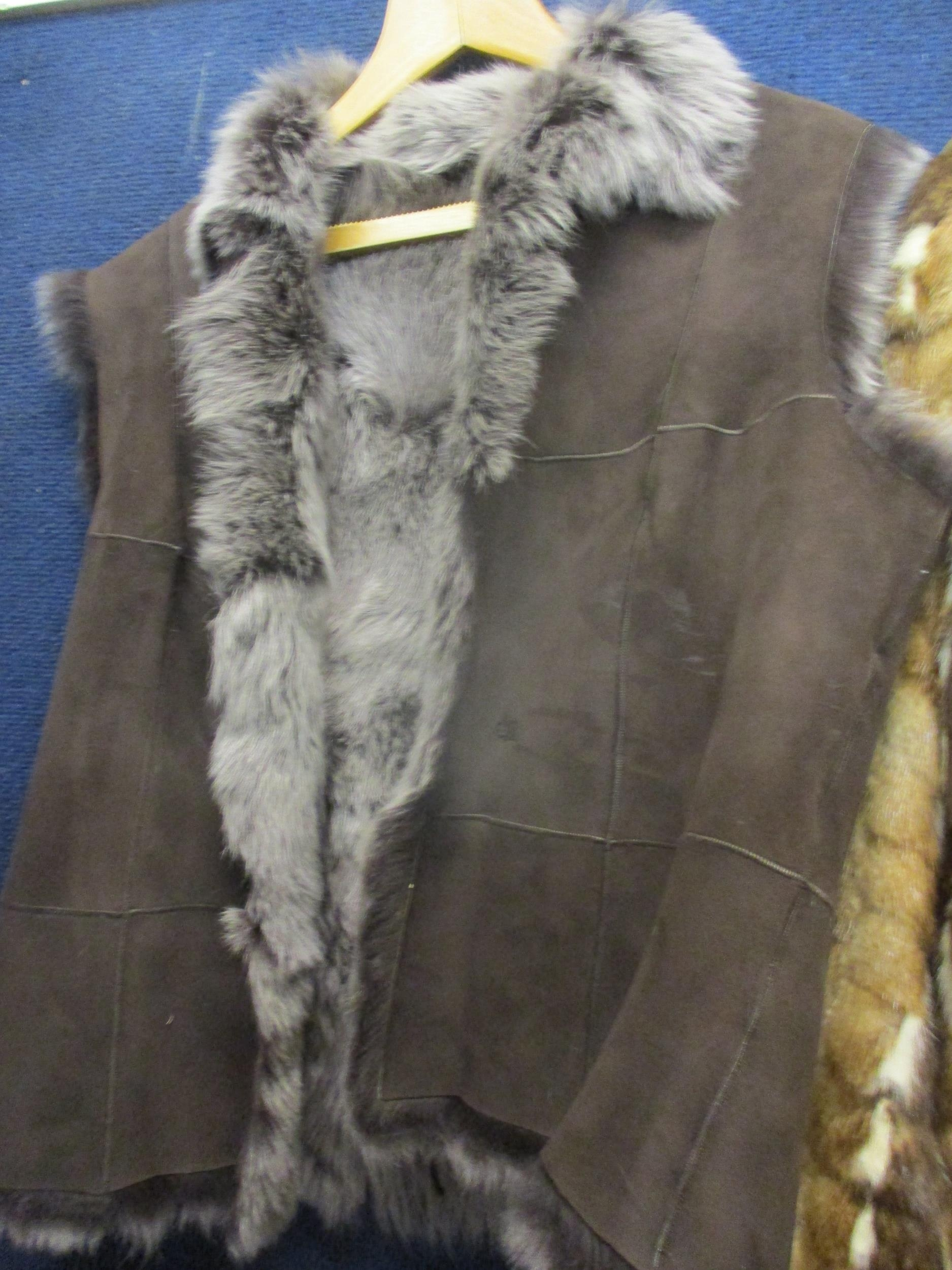 """A Saga fox jacket with shawl collar, 32""""Chest x 29""""Long together with a multi fur retro jacket - Image 4 of 4"""