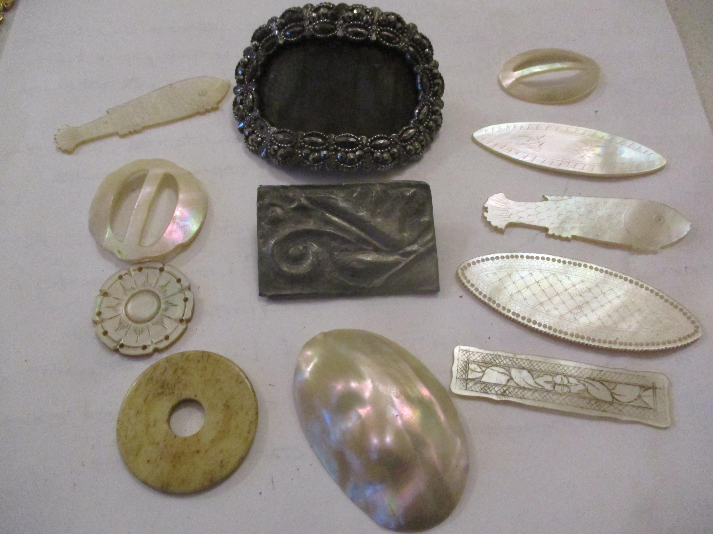 An interesting lot to include shoe buckles, silver coloured and white metal pendants, brooches, - Image 9 of 15