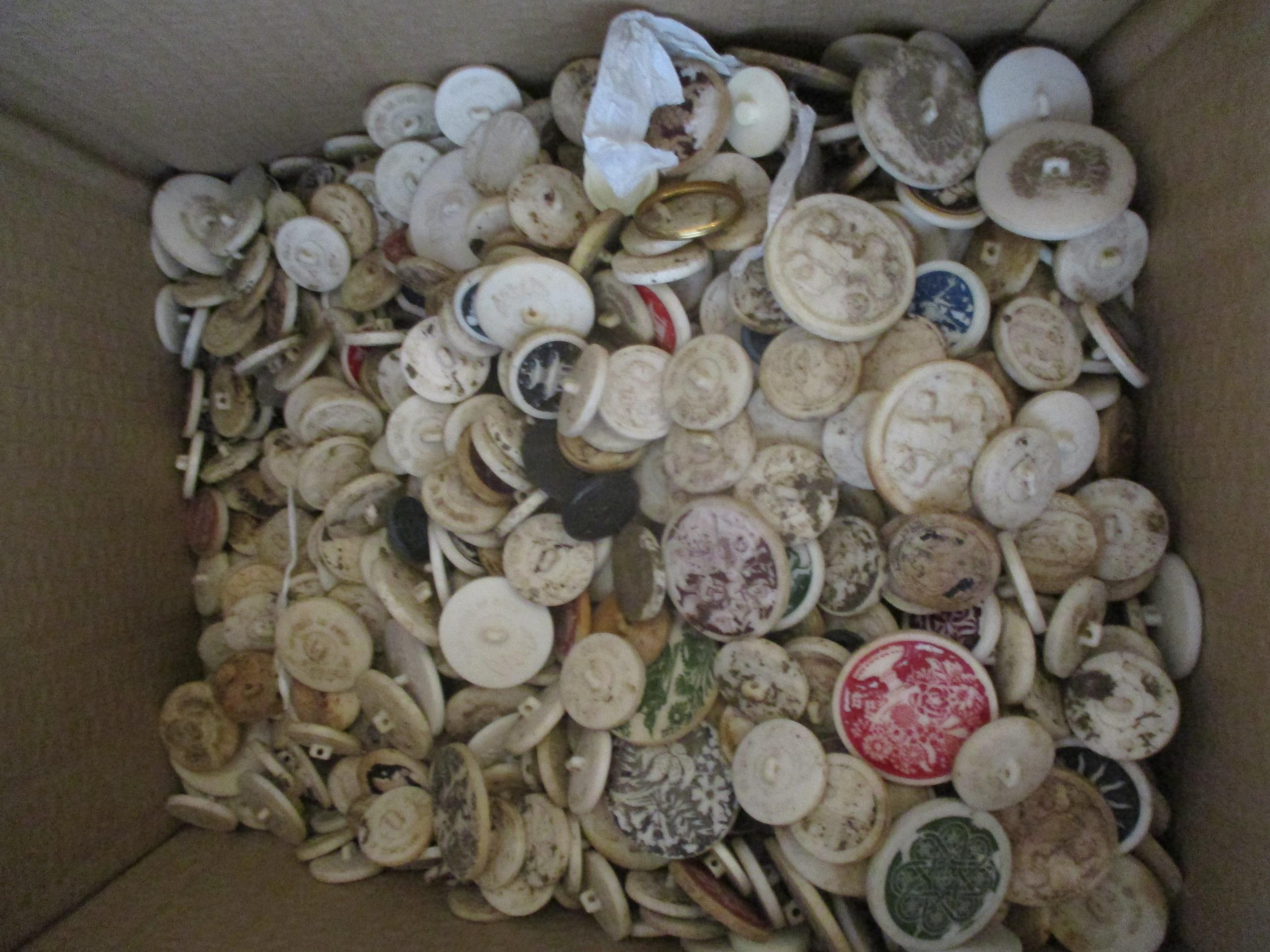A large quantity of imperfect 1940s Artid buttons A/F, to include 'Fido the Dog', '19th century lady - Image 2 of 6