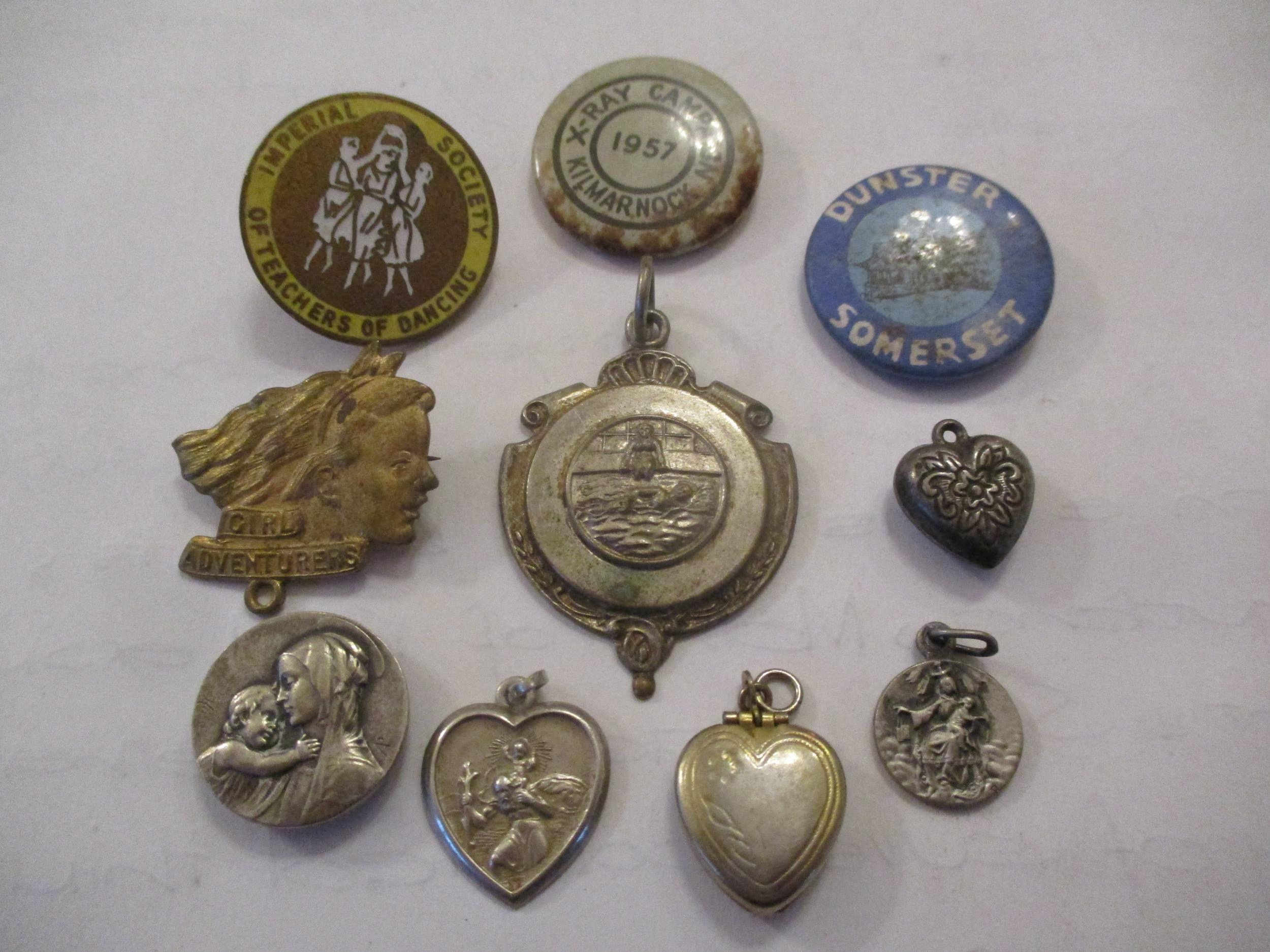 An interesting lot to include shoe buckles, silver coloured and white metal pendants, brooches, - Image 2 of 15