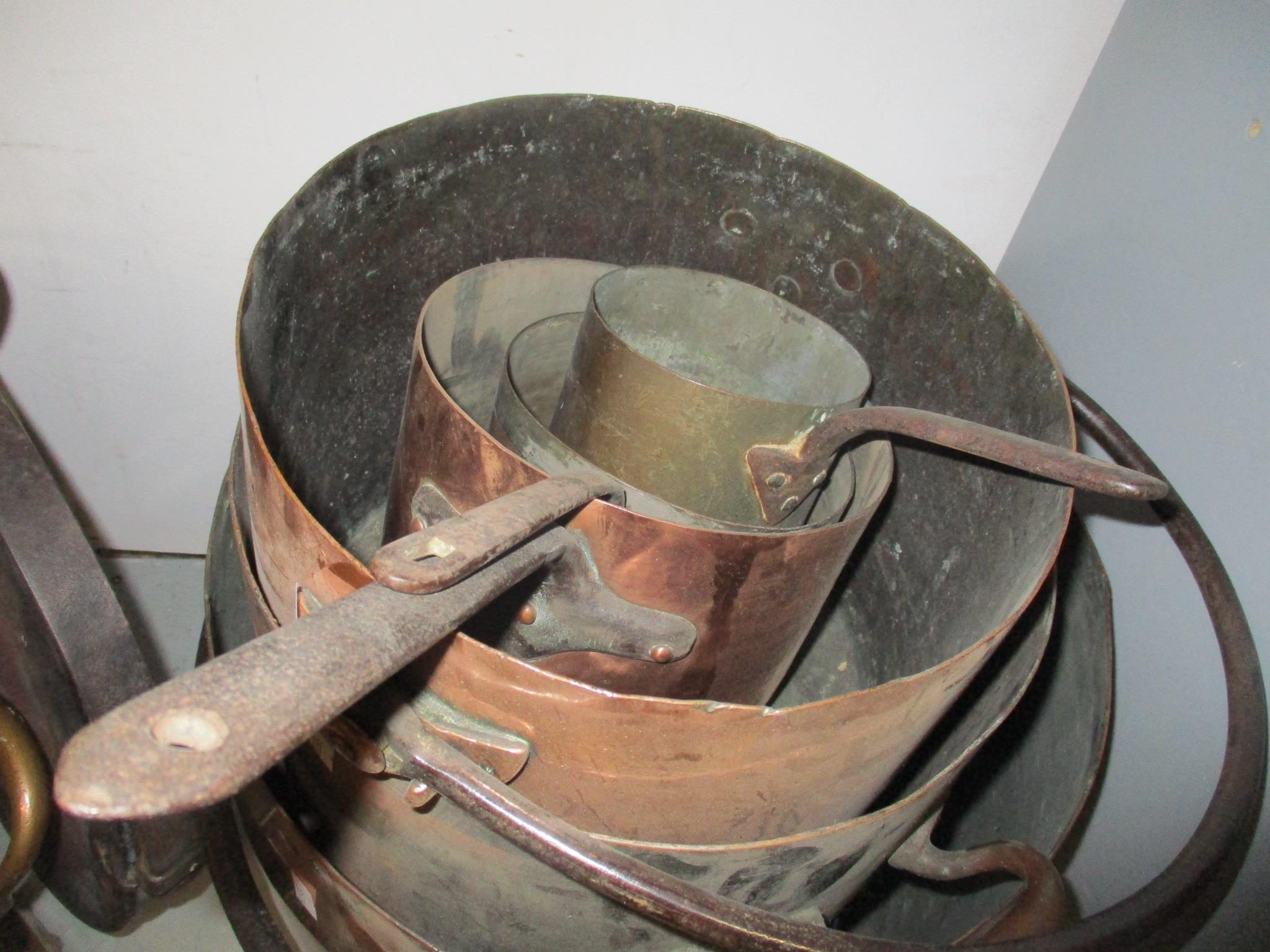 A good selection of copper and brassware to include graduated pans, jelly moulds, kettle, pots and - Image 3 of 5