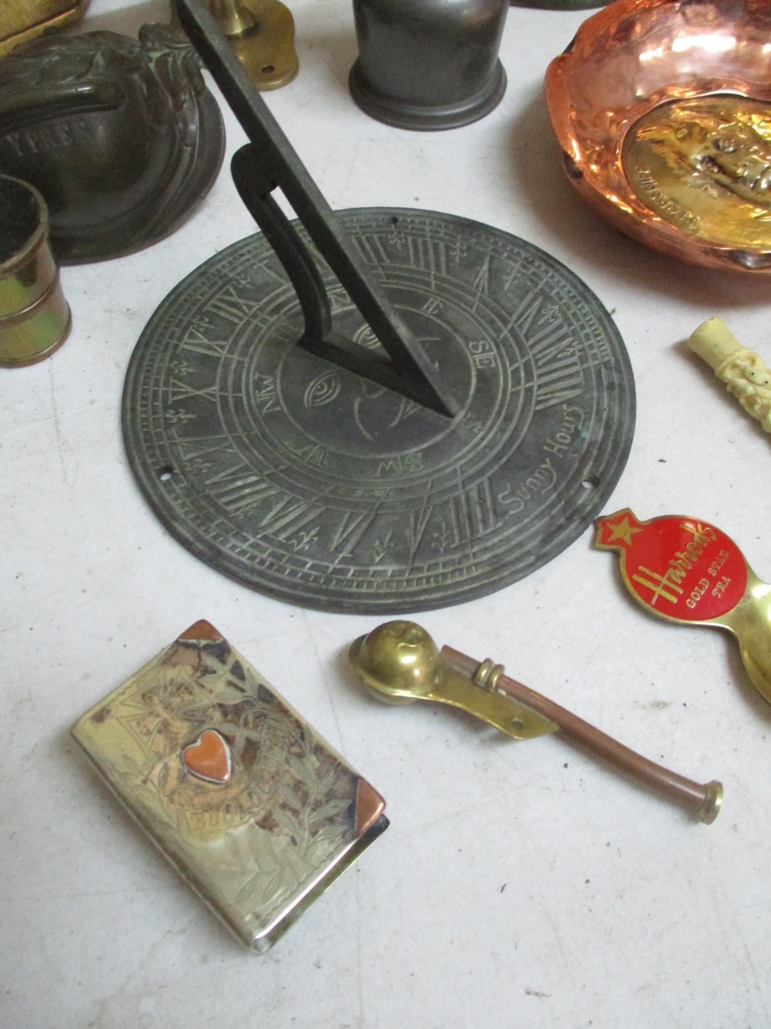 An interesting mixed lot o include a brass sundial, gilt metal and brass boxes and other items - Image 5 of 5