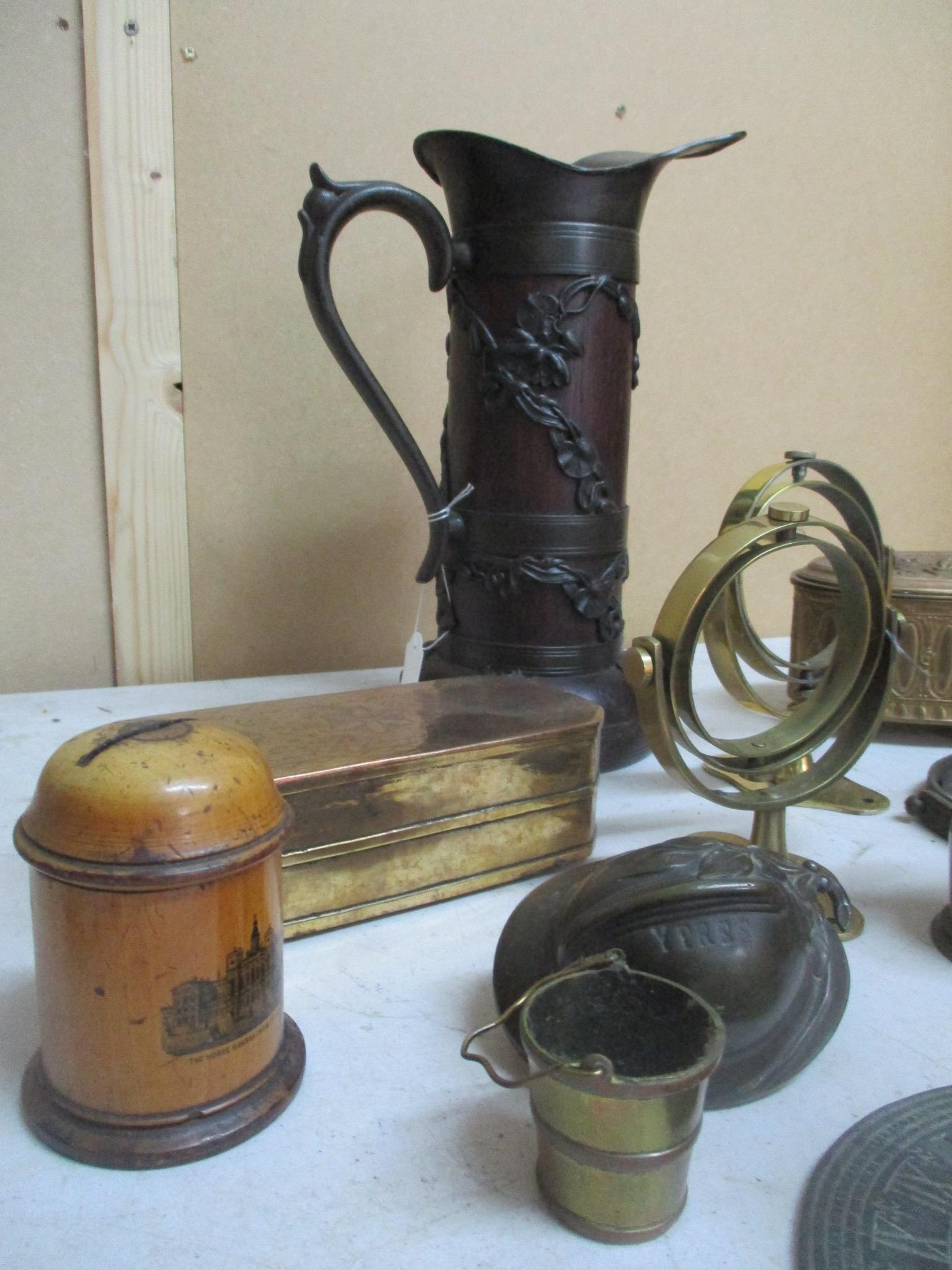 An interesting mixed lot o include a brass sundial, gilt metal and brass boxes and other items - Image 3 of 5