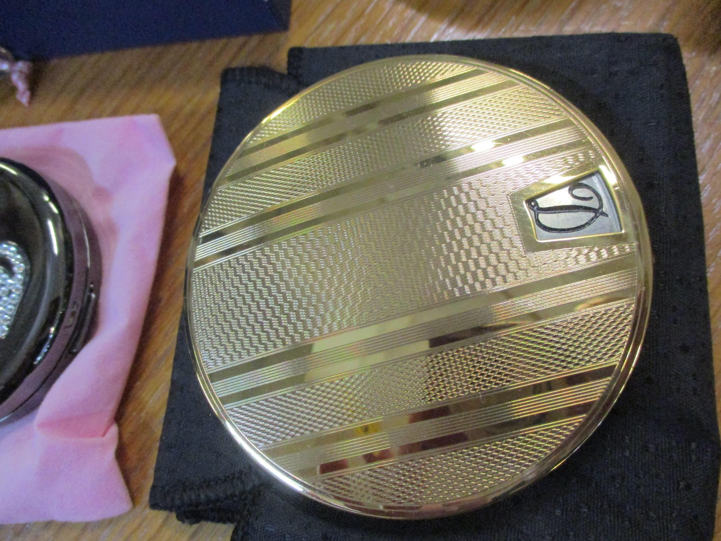 A small quantity of collectibles to include a Stratton compact with a painted image of a ballerina - Image 3 of 6