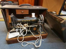 A Singer sewing machine with travel case Location: LAM