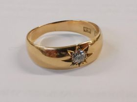 An 18ct gold ring set with Moissanite, 4.2g Location: Cab