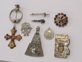 Mixed jewellery to include a Scottish penannular silver brooch, two Scottish kit pins, an Ola